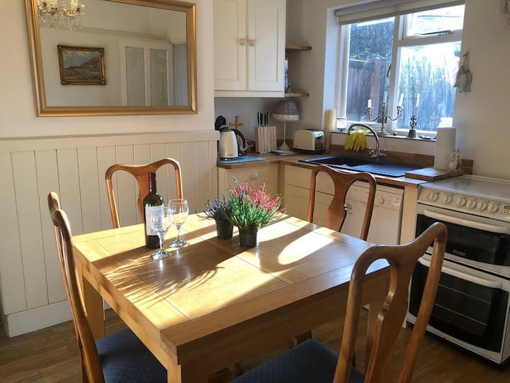 Cosy Hurn Cottage, hidden gem, North Norfolk Coast
