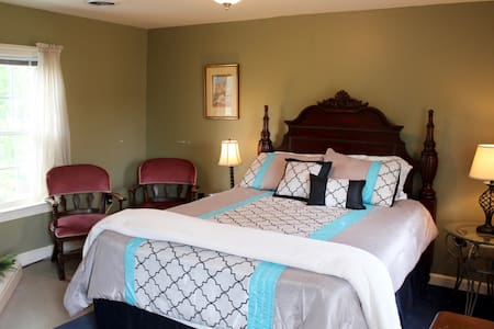 The Mountain View Suite at the Cottage of the Inn of the Shenandoah