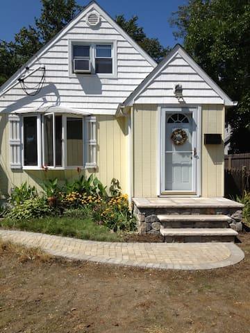 Cozy bedroom for rent - Bay Shore - Hus