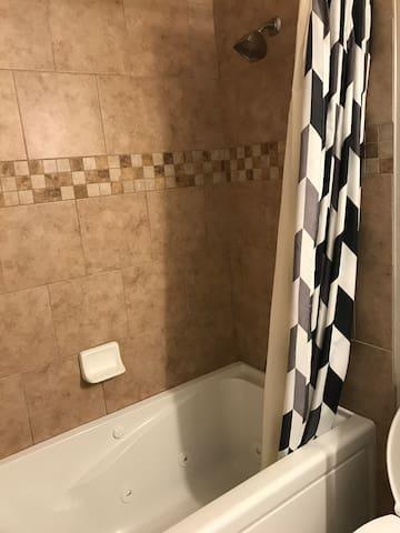 Full bathroom (Jet tub and shower)