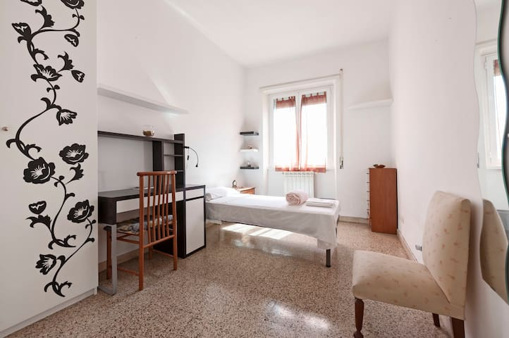 Confortale and private room near Metro - Roma - Daire