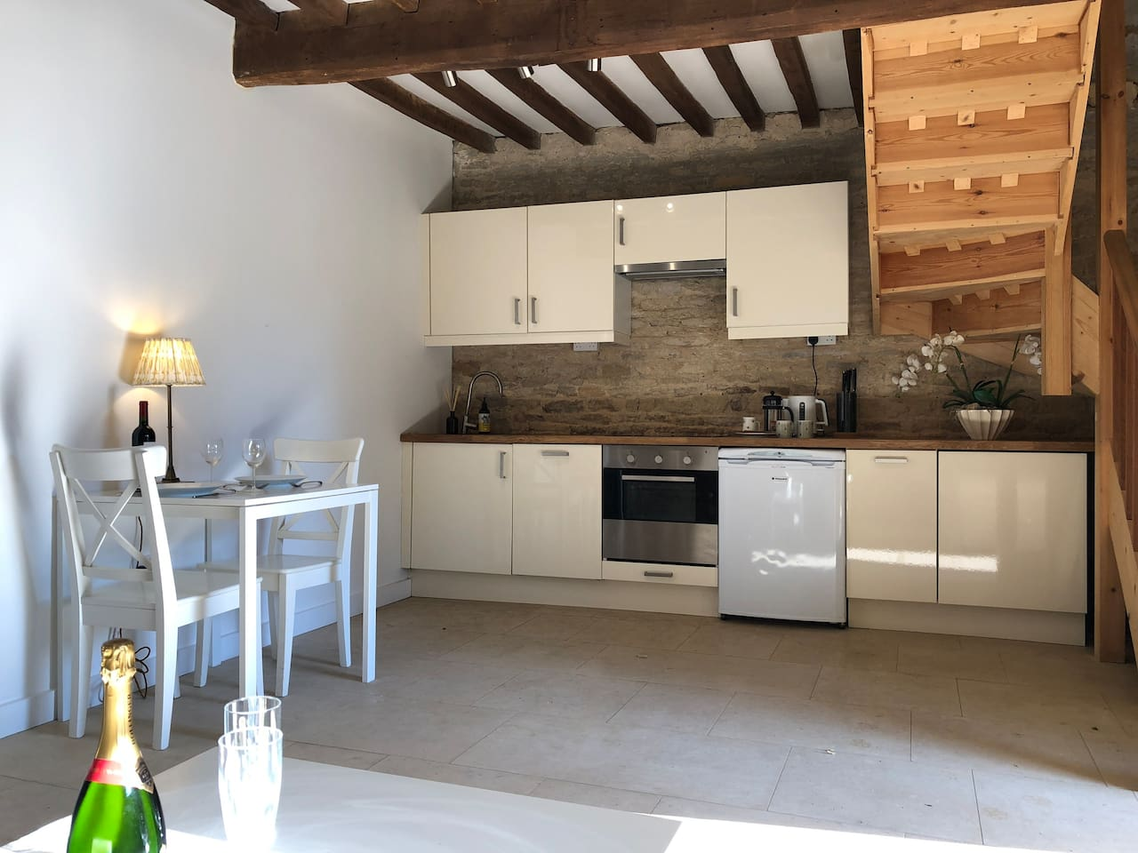 Well equipped kitchen and cosy dining space