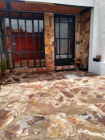 Casa recién remodelada y confortable, te espera