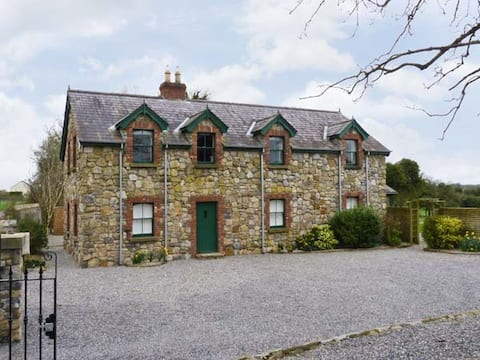 Beautiful stone cottage close to Centre parcs