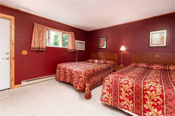 1 Bedroom with 2 Queen Beds