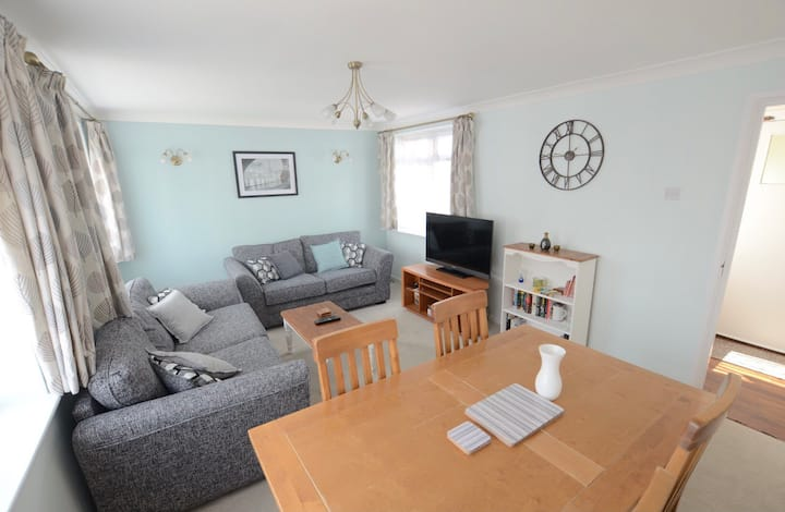 2 Bed Beautiful Beach Front & Southsea Common