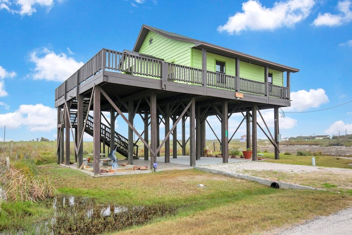 New listing! Adorable home with lots of space - close to the Gulf & ferry