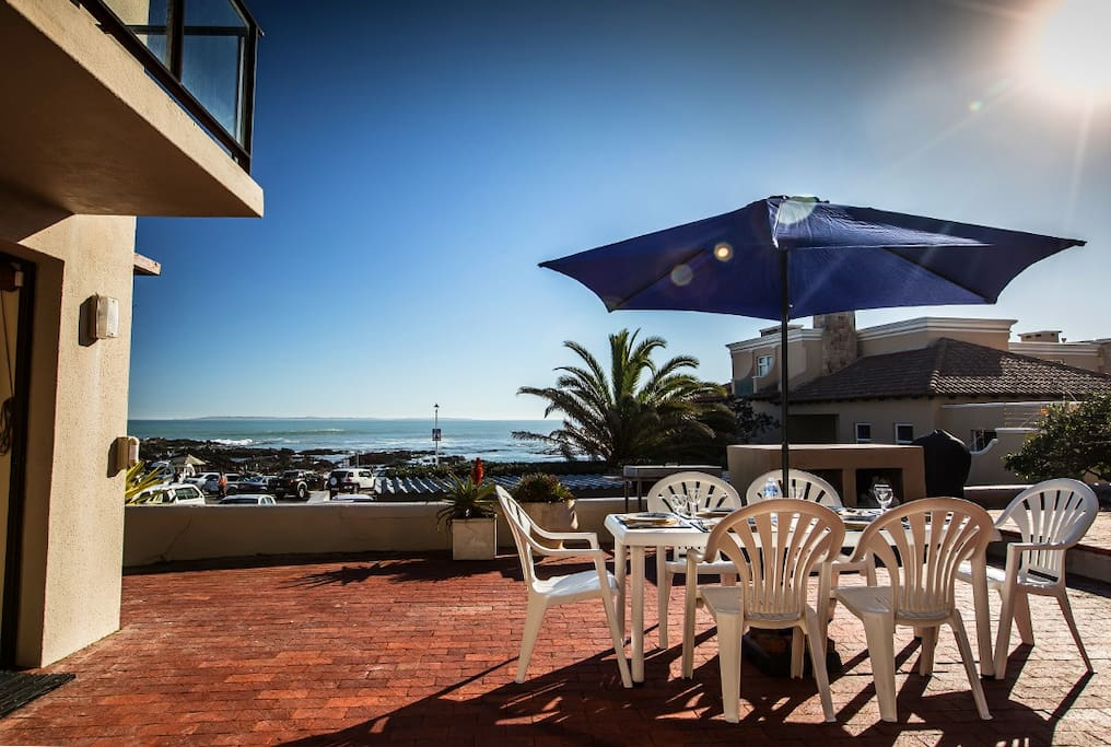 Beachfront living in Bloubergstrand!