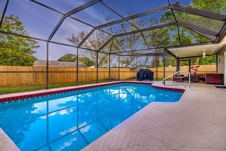 ★ NEW/ Private bedroom and POOL, Sarasota★