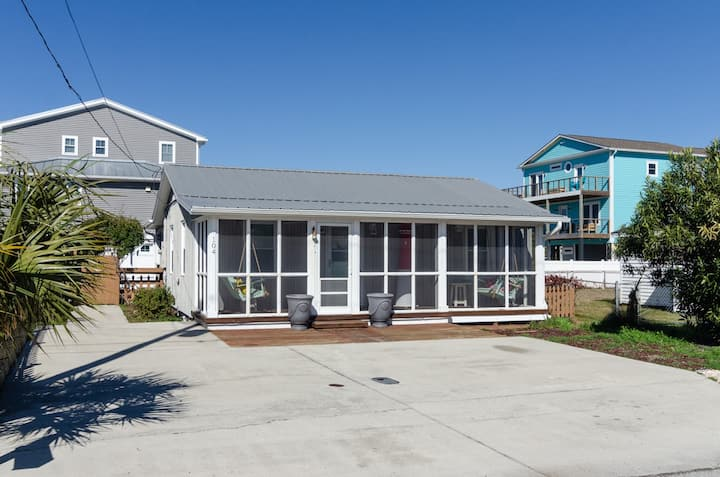 Almost Heaven-Cozy family cottage just steps from Kure Beach