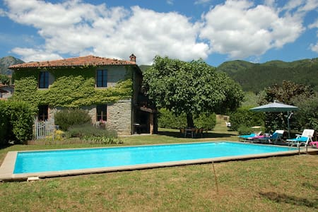 Villa Altana, house with private pool near Lucca - Corfino - Talo