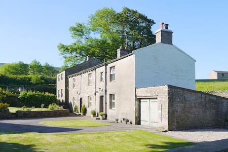 Burnside cottage in idyllic Dales location.