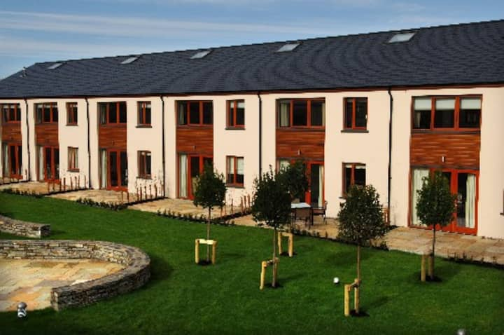 Modern Holiday Homes Kenmare sleeps up to 5 people