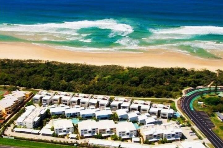 Luxurious 3 Level Beachfront Villa