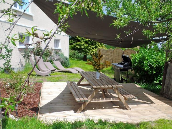 Maison de campagne 8 à 10 pers 2000m² jardin clos