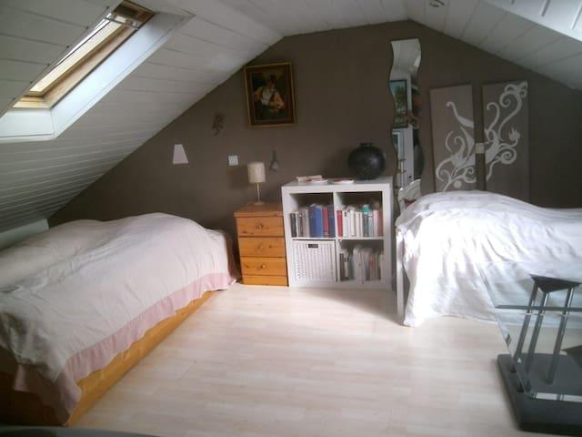 Freundliches Dachgeschoss-Zimmer