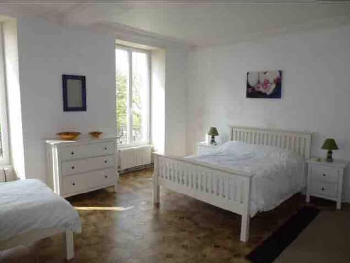 Quiet large family room in Maison de Maître