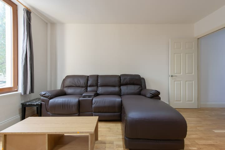 Two Bedroom Flat in Whitechapel