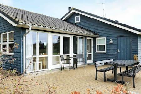 Maison de vacances confortable à Sæby avec sauna
