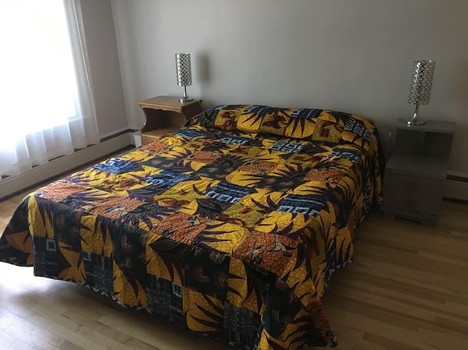 Chaque chambre à un lit queen de Matelas Dauphin de Charny