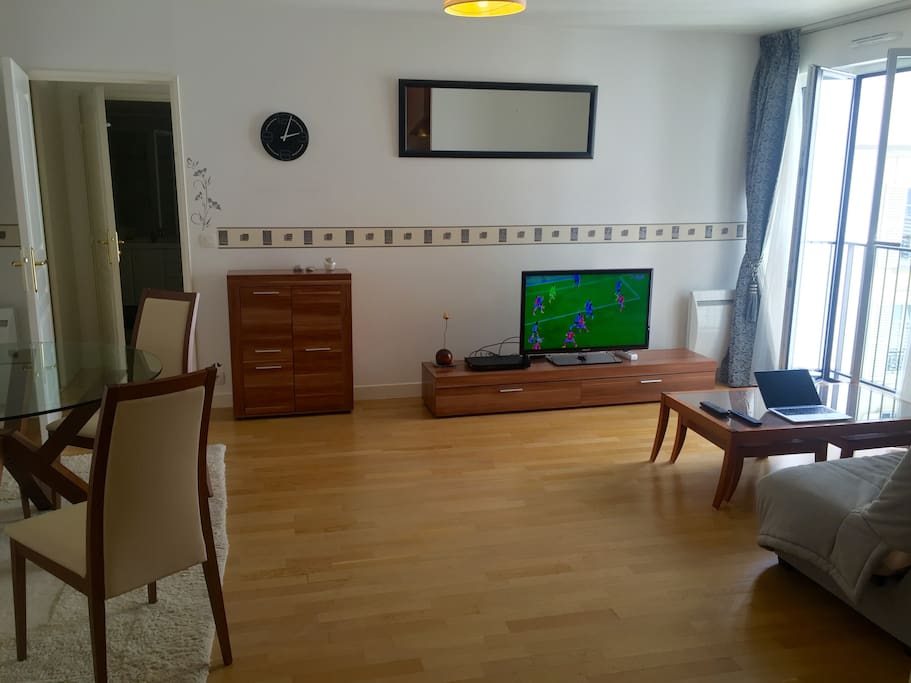 Large and light 26m2 living room