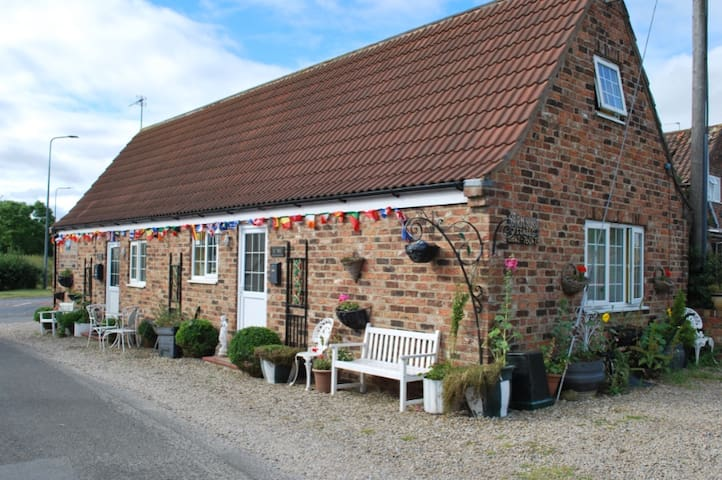 Self Catering Cottages & Rooms - Yarm Cottages 4 U - High Leven - Semesterboende