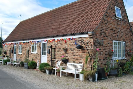 THE FORGE -  Cottage Sleeps 6 - Yarm Cottages 4 U