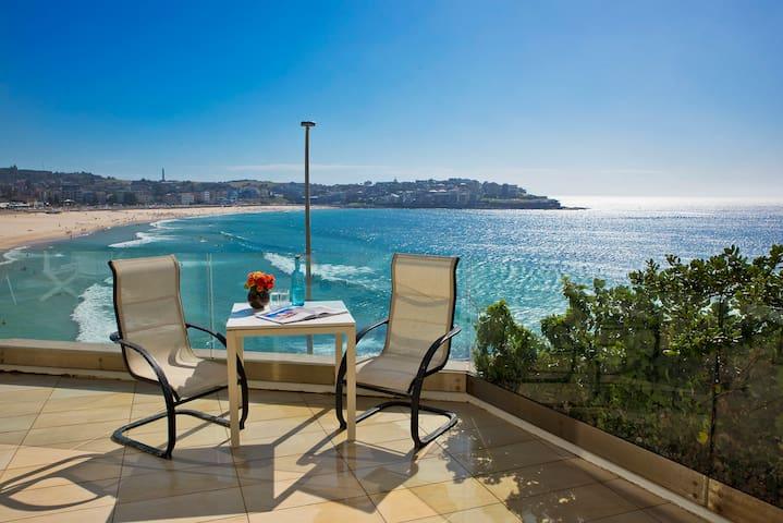 Superb and rare beachfront view! - Bondi Beach - Apartment