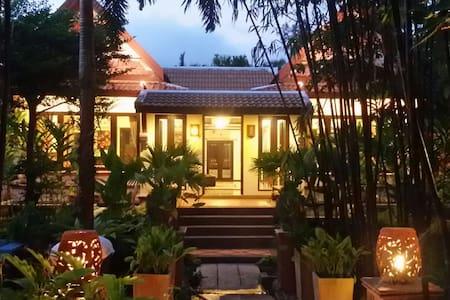 Stay in a big garden villa @Bangtao