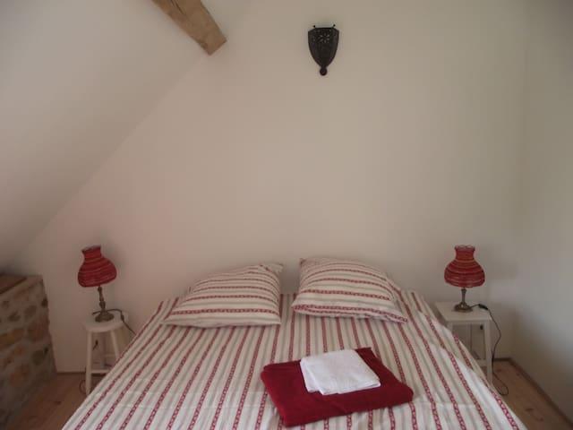 La Grange des Blins, Chambre rouge - Jouy