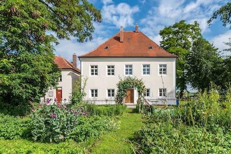 Ferienhaus im Historischen Pfarrhof - Langquaid - Rumah