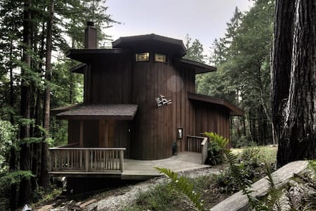Romantic getaway for two in Timber Cove, CA