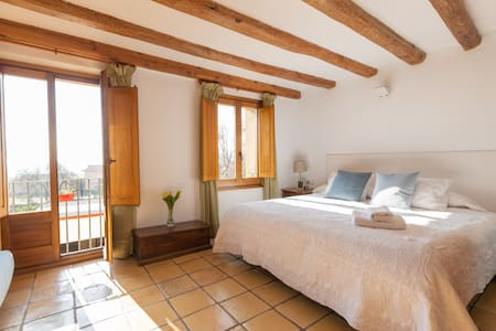 Large 1800-built house in the heart of Montserrat