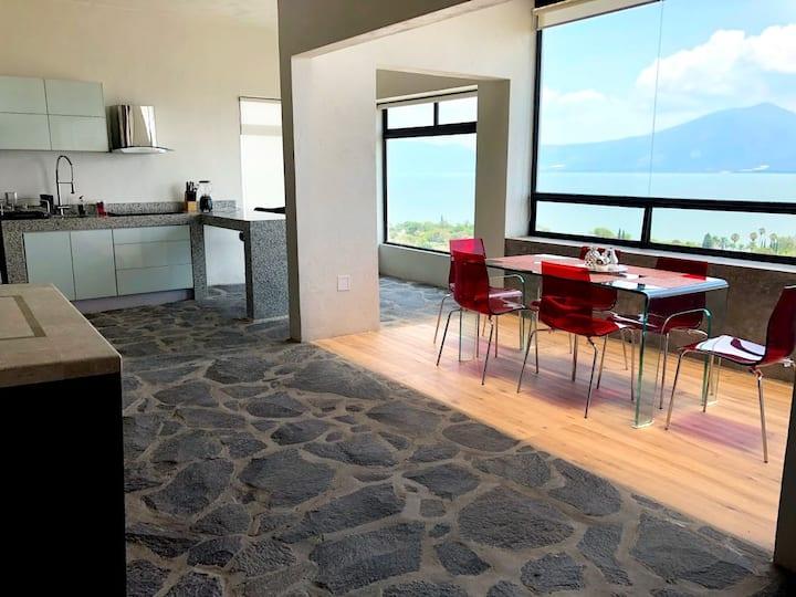 Casa con Alberca Privada y Hermosa Vista al Lago