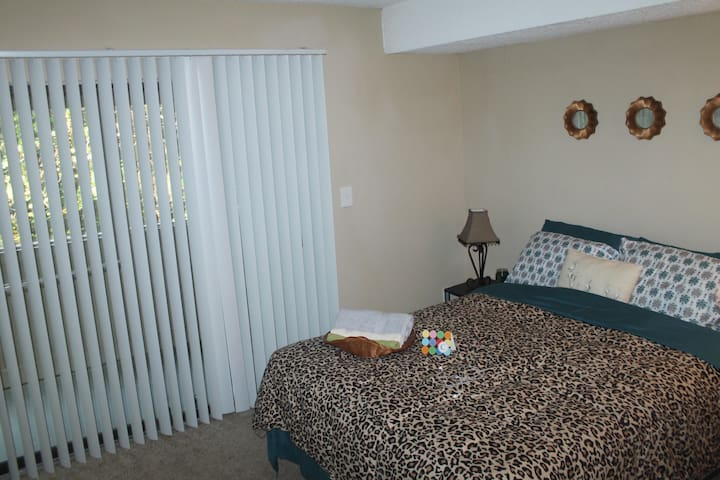 Cute and Cozy Private Bedroom - Norcross - Apartamento