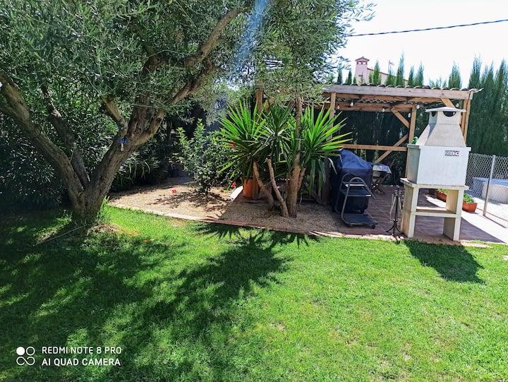 Preciosa casa estilo mediterránea. piscina vallada