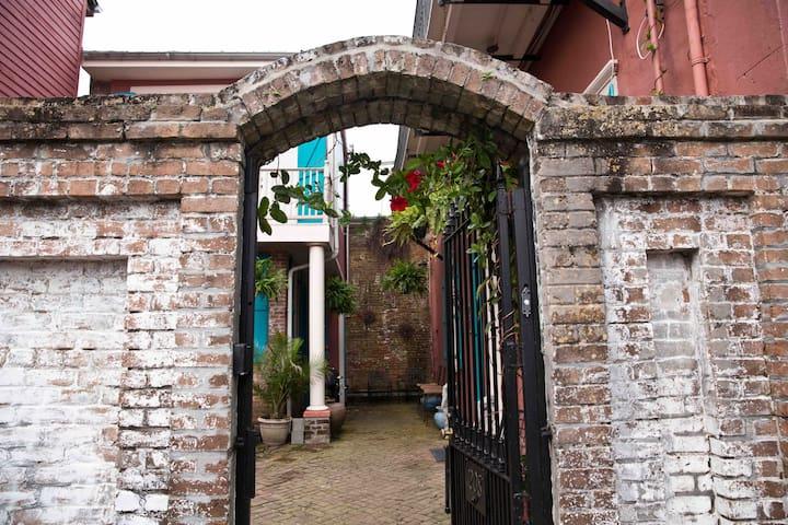 Vieux Carrie De Maison - 1 block to French Quarter