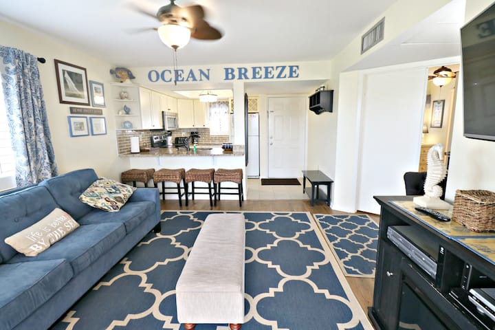 Adorable Beach Condo with Ocean Breeze-Ocean Village Club D21