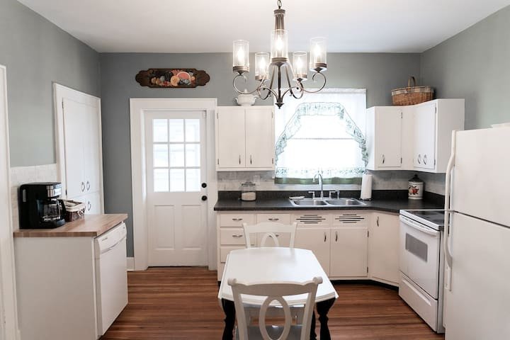 Charming 3BD/2BA on Near East Side of Indy