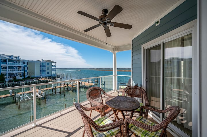 Wonderful Waterfront on Chincoteague Island at Sunset Bay 216!