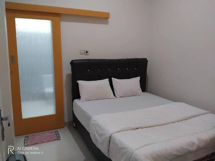 Clean Single Level Room at Wisma Maestro Toraja