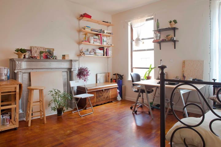 Studio Space, 10 minutes to Central Park and river