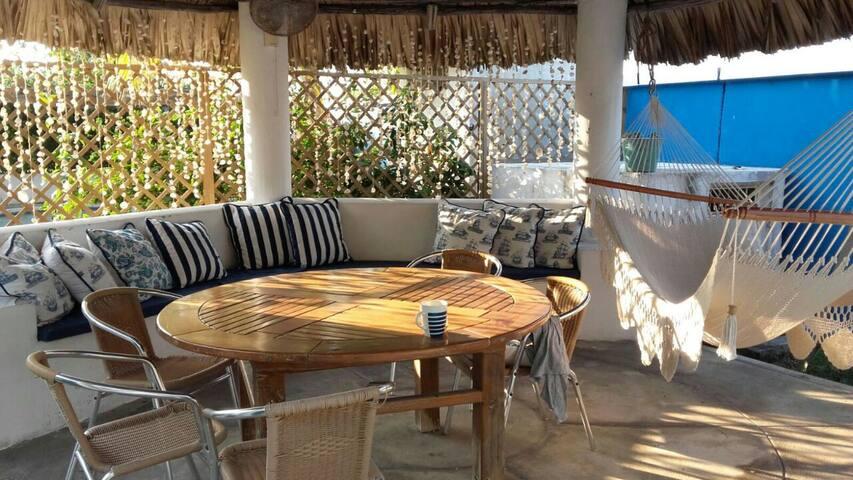 Beach!! Villa Blue House 12-16 PERSONAS desde $100