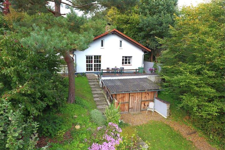 Casa vacacional independiente con terraza y jardín vallado