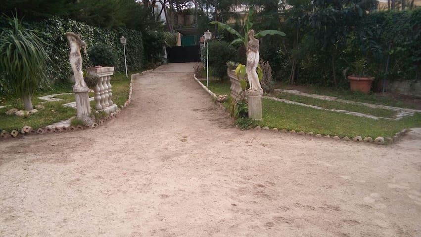 Alquilo Chalet con agradable jardìn - Chiclana de la Frontera - House