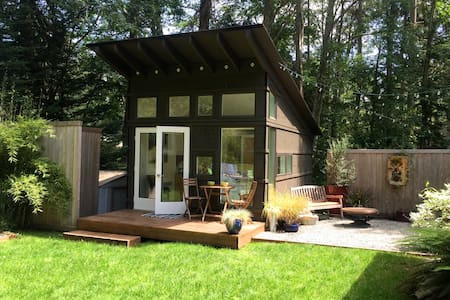 Island Guesthouse, Hot Tub, + Bikes! - Bainbridge Island