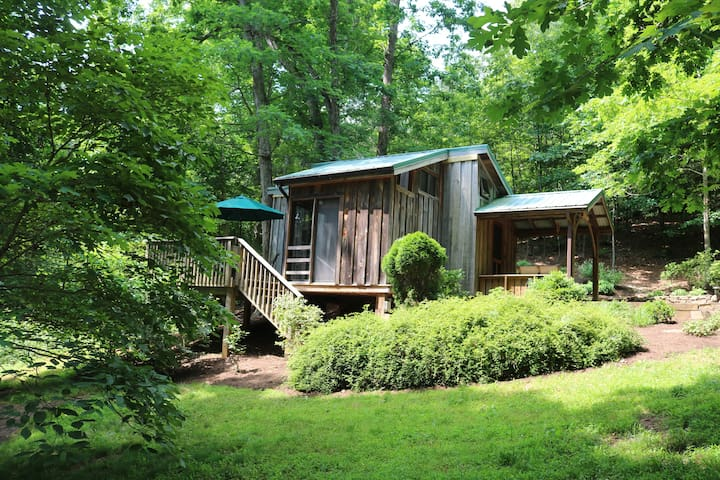 Buck Creek Cabin~adorable and private in the woods