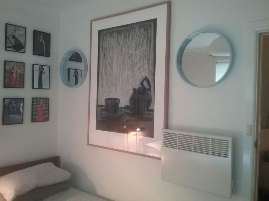 Big art, round mirrors and an efficient heater