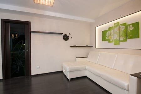 2-комнатная квартира на ул.Парижской коммуны 44 - Wohnung