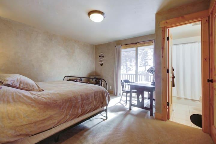 Bedroom 2- 1 King Bed